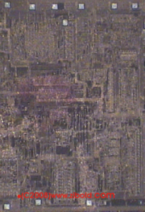Nur unter einem leistungsstarken Mikoskop lassen sich die feinen Strukturen erahnen, die zu einem funktionierenden Chip gehören.